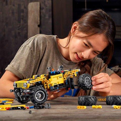 Конструктор LEGO Technic Jeep Wrangler 42122 Превью 5