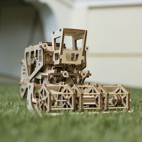 Механический 3D-пазл UGEARS Комбайн - Просмотр 7
